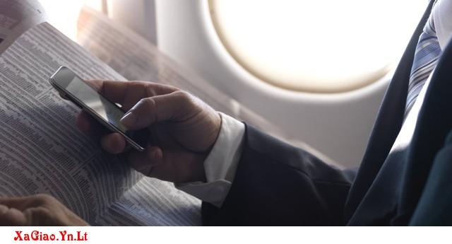 Tại sao không nên sử dụng điện thoại trên máy bay?